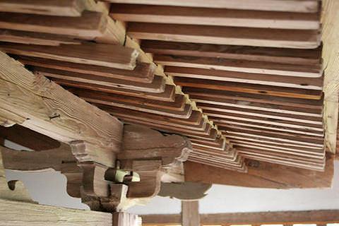 諏訪神社軒下の垂木