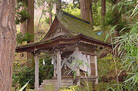 春日造:葛山落合神社諏訪社